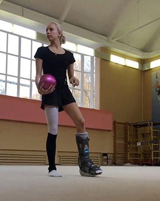 Yana Kudryavtseva Leg Brace